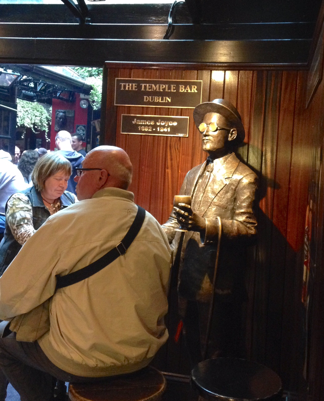 ireland-dublin-temple-bar-james-joyce